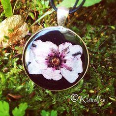 #kette #echteblüte resin jewelry made by kiezelfen