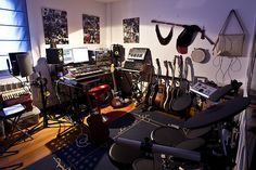 Something about this space just feels right...  http://www.beatmakingentertainment.com//HLIC/38272d06d9f890818a5b9696d766e39e.jpg Gym Equipment, Bike, Tools, Sports, Bicycle, Hs Sports, Instruments, Excercise, Appliance