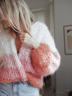 Inspiration and happiness since 2004 Knitwear Fashion, Knit Fashion, Sweater Fashion, Fashion Outfits, Winter Sweaters, Wool Sweaters, Sweater Weather, Pretty Outfits, Cute Outfits