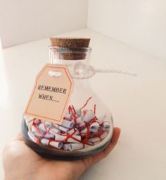 """Idea """"recuerdas cuando..."""" Vuestros recuerdos en un tarro o caja. http://sorpresasparatupareja.com/2016/05/30/idea-recuerdas-cuando/"""