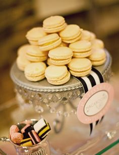 Recently had my first ever macaron in Florida (Belgian Dark Chocolate)! Vanilla Macarons, French Macaroons, Carnival Birthday Parties, Pink Cupcakes, Food Tasting, Dessert Table, Just Desserts, Love Food, The Best