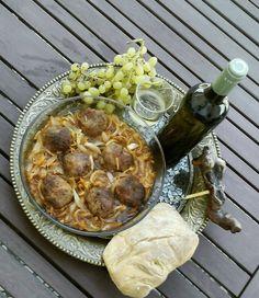 ΥΛΙΚΑ (για το μίγμα του κιμά) 500 γραμμάρια κιμά μοσχαρίσιο 4 φέτες ψωμί…