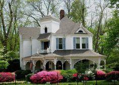 Craftsmanship in details, design, colors and gardens