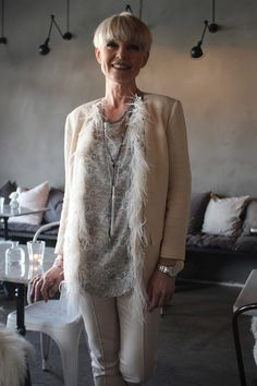Mathildes verden: mai 2016Love the style. Casual, elegant, soft, feminine...it's the feathers I love most!