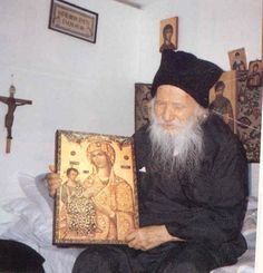How to raise good Orthodox Christian children: it's what the parents do and how they live. Picture of Elder Porphyrios Spiritual Discernment, Orthodox Christianity, Catholic Saints, Orthodox Icons, Christian Life, Priest, My Sunshine, Alter, Religion