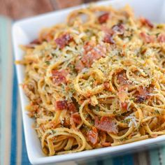 This Sun-Dried Tomato Pesto Pasta recipe, with spaghetti, sun-dried tomato pesto, bacon, and parmesan cheese makes a great spaghetti salad for a picnic. Pesto Pasta Recipes, Bacon Pasta, Pesto Recipe, Spaghetti Salad, Cooking Spaghetti, Pasta Salad, Gourmet Recipes, Cooking Recipes, What's Cooking