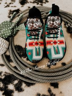 Country Style Outfits, Southern Outfits, Country Western Outfits, Cowgirl Style, Western Style, Cowgirl Boots, Aztec Shoes, Western Outfits Women, Western Shoes