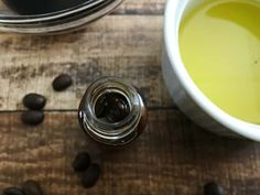 Fight signs of aging, redness, and puffiness with this homemade eye serum. This homemade eye serum contains caffeine & avocado! Homemade Moisturizer, Face Scrub Homemade, Moisturizer For Dry Skin, Homemade Skin Care, Best Eye Serum, Hair Serum, Best Face Products, Bath Products, Beauty Recipe