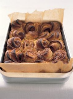 The Northern Europeans, and especially the Scandinavians, are wonderful bakers and eating these for breakfast or tea on a cold winter's day makes one feel glad. Churros, Roasting Tins, Nigella Lawson, Rachel Ray, Cinnamon Rolls, Cinnamon Swirls, Cinnamon Muffins, Cinnamon Cake, Pavlova