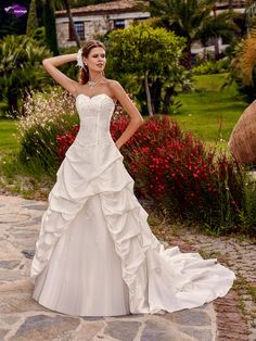 Turkana, collection de robes de mariée - Point Mariage http://www.pointmariage.com/