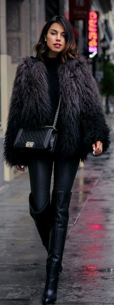 Fuzzy Trend: Annabelle Fleur is wearing a fuzzy faux fur jacket from Zadig et Voltaire Classy Outfits, Vintage Outfits, Fashion Outfits, Womens Fashion, Fashion Trends, Outfits Otoño, Outfit Invierno, Boating Outfit, Love Clothing