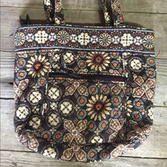 Vera Bradley Shoulder Bag Only used a few times no tears, marks or stains Vera Bradley Bags Shoulder Bags