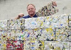 Una máquina ideada por Peter Lewis es capaz de producir 10kg de ladrillos en 45 segundos, hechos a partir de material plástico de desecho. Bloques innovadores.