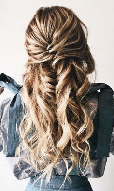 Wedding Hairstyles Half Up Half Down 35 Beautiful Easy Half up-Half down Hairstyles for Your Perfect Everyday and Party Looks Wedding Hairstyles Half Up Half Down, Half Up Half Down Hair, Messy Hairstyles, Pretty Hairstyles, Straight Hairstyles, Prom Hairstyles, Elegant Hairstyles, Black Hairstyles, Hairstyle Ideas