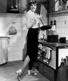Liza Minnelli in the kitchen