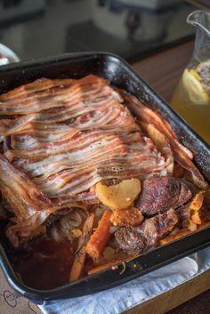 Ünnepi vadhúsos recept: szarvaslapocka zöldségágyon | egy.hu Okra, Minion, Bacon, Food And Drink, Gumbo, Minions, Pork Belly