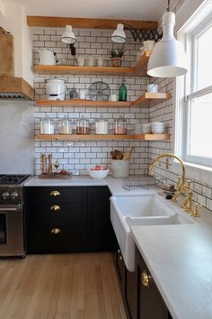 Modern Farmhouse Apron Front Kitchen Sink. Shaw's Original Fireclay Sink. ROHL faucets. #sponsored #AUTHLUX
