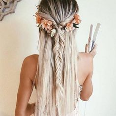 Bohemian hairstyles are worth mastering because they are creative, pretty and so. Bohemian hairstyles are worth Medium Long Hair, Medium Hair Styles, Long Hair Styles, Hair Styles Flowers, Hair Styles Summer, Hair Styles For Formal, Braids For Medium Hair, Flowers In Hair, Hair Styles For Prom