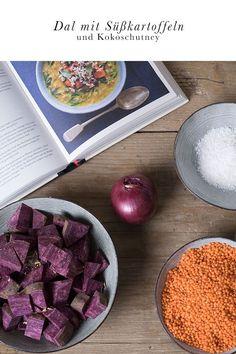 Rezept: Linsendal mit Süßkartoffeln.  Genuss und Gemüse. Dieses milde Linsencurry ist ein gesundes Herbstgericht, das wärmt und der ganzen Familie schmeckt. Rote Linsen, lila Süßkartoffeln und ein würziges Kokos-Chutney. Panama, Comfort Food, Chutney, Vegetables, Blog, Healthy Recipes, Purple Sweet Potatoes, Lentil Dal Recipe, Sweet Potato Recipes