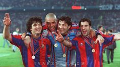 داستان پنهان «رونالدو» برای رفتن به بارسلونا/ ترفندهای جالب برای گرفتن امضا  http://1vz.ir/159225  @1Varzesh  همزمان با ۴۰ساله شدن اسطوره فوتبال برزیل، رئیس پیشین باشگاه بارسلونا رازی را درباره شیوه قرارداد بستن «پدیده» با این تیم رافاشکه کمتر کسی از آن مطلع است.       تابستان سال 1996 برای لوئیز نازاریو دلیما، رونالدوی معروف برزیلیها، نقطه عطفی در دوران بازیگریاش بود.      در سن 19 سالگی، بازیکن پیشین تیم ملی برزیل هنوز به چهرهای سرشناس در دنیای فوتبال تبدیل نشده ب..