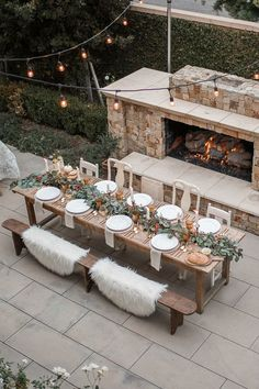 outdoor dinner party dinner setting Our Thanksgiving Tablescape - Andee Layne Outdoor Dinner Parties, Outdoor Entertaining, Party Outdoor, Thanksgiving Tablescapes, Outdoor Thanksgiving, Thanksgiving Decorations, Thanksgiving Wedding, Thanksgiving Table Settings, Christmas Table Settings
