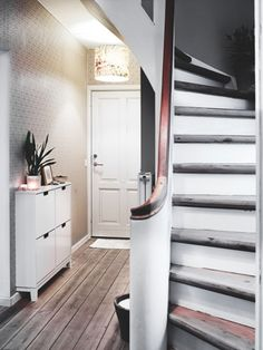 curved staircase / solid railing (via Septimius Krogh / Bolig Magasinet) Flooring For Stairs, Wood Stairs, Narrow Entryway, Wood Interiors, Ideal Home, Interior Inspiration, Home Furniture, Living Spaces, Home And Family
