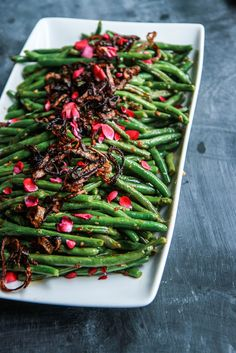 Sichuan Green Beans with Fried Shallots - Heather Christo Side Dish Recipes, Asian Recipes, Beef Recipes, Healthy Recipes, Vegetarian Recipes, Healthy Food, Ginger Chutney, Planning Menu, Whipped Potatoes