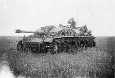 Un StuG III lang du bataillon de canons d'assaut de l'Infanterie-Division Großdeutschland (mot.) photographié courant 1942.