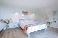 Beautiful garden room turned into a bedroom #gardenroom #bedroom #extraspace