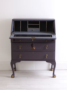 New Ideas For Upcycled Furniture Diy Desk Writing Bureau desk Makeover Hand Painted Furniture, Paint Furniture, Refurbished Furniture, Furniture Makeover, Cool Furniture, Painted Desks, Desk Makeover, Homemade Furniture, Diy Garden Furniture