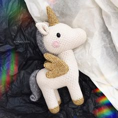 Everything is better with a unicorn 🦄💭 Pattern by Book . - Everything is better with a unicorn 🦄💭 Pattern from Book . Ch loe Crochet Everything is better with a uni Crochet Diy, Beau Crochet, Crochet Mignon, Crochet Gratis, Crochet Amigurumi, Amigurumi Doll, Amigurumi Patterns, Crochet Patterns, Crochet Unicorn Pattern Free