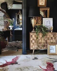 Get Creative With Eclectic Home Decor Styling Muebles Living, Black Rooms, Interior Decorating, Interior Design, Interior Shop, Dark Interiors, Home And Deco, Eclectic Decor, My New Room