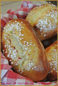 Petits pains au lait de Gontran Cherrier Levain Bakery, Decadent Food, Beignets, French Food, Hot Dog Buns, Hot Dogs, My Recipes, Food Videos, The Best