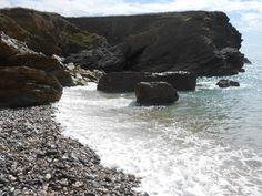 gunwalloe - beautiful sound of the waves on the pebbles