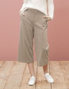 At Stradivarius you'll find 1 Structured culottes for woman for just 15.99 £ . Visit now to discover this and more TROUSERS.