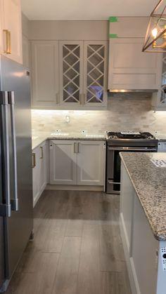 Brand New Kitchen Countertops. - Beautiful quartz countertops for a recently renovated kitchen. Kitchen Room Design, Modern Kitchen Design, Home Decor Kitchen, Kitchen Interior, Home Kitchens, Grey Kitchens, Kitchen Design Center, Small House Kitchen Ideas, Very Small Kitchen Design