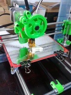 My printer: Pickle toaster - Impresión 3D Madrid - 3D printing Madrid, my new blog and my 3D printer. Impresora obtenida por medio del curso Moebyus en Madrid. Prusa I3 Rep Rap