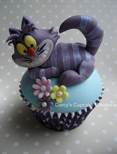 The Edition of Alice in Wonderland Cupcakes that I have created. Cat Cupcakes, Yummy Cupcakes, Cupcake Cookies, Cakepops, Beautiful Cakes, Amazing Cakes, Alice In Wonderland Cupcakes, Wonderland Party, Disney Cakes