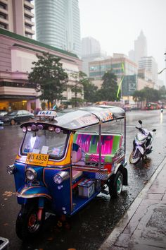 Tuk Tuk in Bangkok, Thailand. Place That Maybe One Day Want Visit in Your Life  amazing country : http://r.ebay.com/SBs0Yy / Things to Do in Bangkok: http://www.ytravelblog.com/things-to-do-in-bangkok/