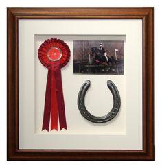 Horse shadow box Horse shadow box - Art Of Equitation Equestrian Decor, Equestrian Style, Show Ribbon Display, Horse Ribbon Display, Display Case, Display Ideas, Horse Shadow Box, Horse Show Ribbons, Horse Crafts