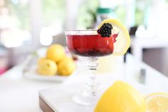 Blackberry Lemonade Cocktail recipe : the perfect refreshment to accompany the warmer weather.