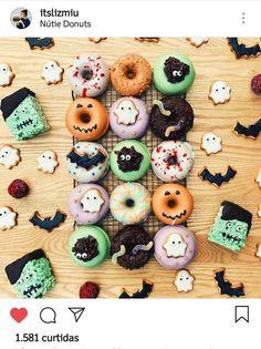 Vegan Cute Donuts Ideas for Halloween Halloween Donuts, Halloween Desserts, Halloween Cakes, Halloween Treats, Halloween Home Decor, Halloween Dance, Halloween Birthday, Spirit Halloween, Organiser Halloween