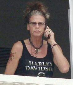 Steven Tyler looks like someone's grandma!