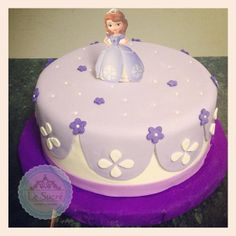 princess sofia cake (but with a plastic doll) Princess Sophia Cake, Princess Sofia Birthday, Birthday Cake Girls, Sofia Cake, Prince Cake, Princesa Sophia, Girl Cakes, Cute Cakes, Celebration Cakes