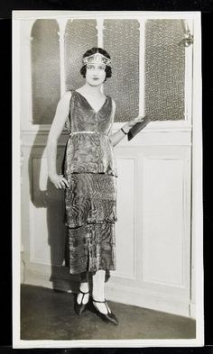 1926 Modèle Piazetta, robe lamée étagée et diadème, de Paul Poiret