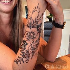 Do you also want a flower tattoo to show yourself? Check out the most beautiful flower tattoo we have prepared for you! We hope to give you the greatest inspiration. Dream Tattoos, Future Tattoos, Rose Tattoos, Body Art Tattoos, New Tattoos, Small Tattoos, Tatoos, Forarm Tattoos For Women, Flower Tattoos On Wrist