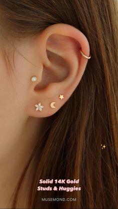 Unique Ear Piercings, Piercings For Girls, Simple Jewelry, Cute Jewelry, Ear Jewelry, Jewelery, Ear Lobe Piercings, Rose Gold Charms, Ear Studs