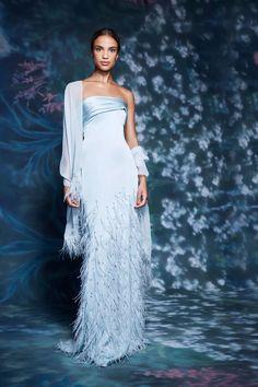 Glamour, Couture Fashion, Fashion Show, Blue Fashion, Fashion News, Marchesa Spring, Evening Dresses, Formal Dresses, Dresses To Wear To A Wedding