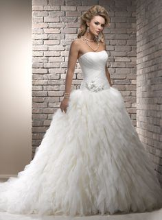I have a weird obsession with fluffy wedding dresses...
