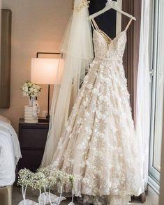 """1,623 curtidas, 26 comentários - Mariée - Blog de Casamentos (@mariee_weddings) no Instagram: """"Você está pronta para usar o seu vestido de NOIVA? . . @berta @haimafriat #marieeweddings"""""""